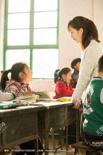 词老师桌子女人儿童学习男孩社会问题环境女孩中国学生
