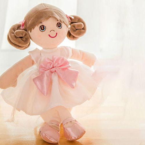 正在挑选布娃娃的女生头像